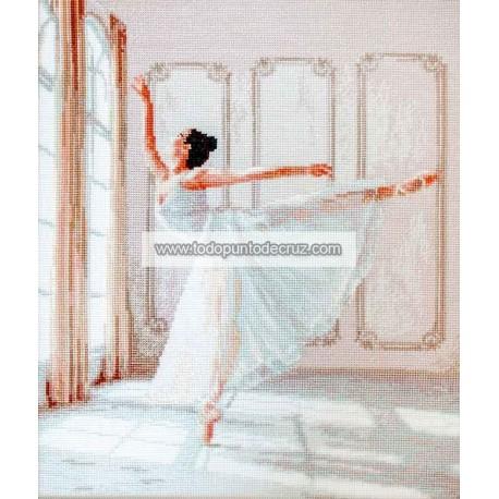 Bailarina a la luz de la ventana Letistitch LETI901 ballerina