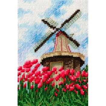 Molino en Campo de Tulipanes RTO C284 windmill with tulips
