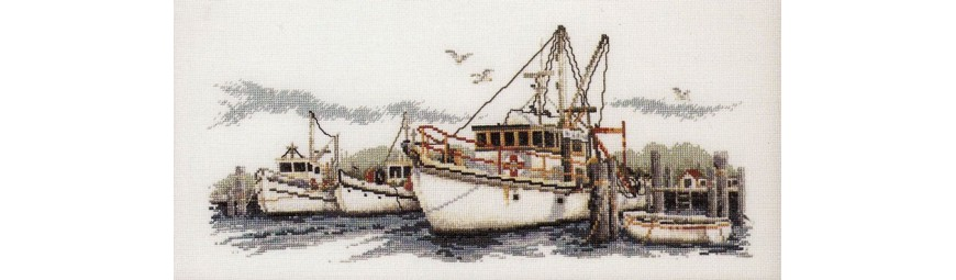 Esquemas de punto de cruz con motivos marinos, faros, barcos, mar